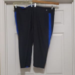 Xersion black with blue stripe cropped leggings
